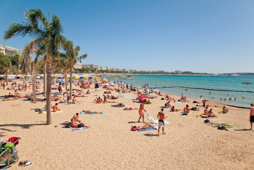 Канны пляж